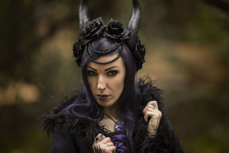 Evil spikes headdress scull headpiece dragon claw halo catacomb crown devil horns scarab demon tiara amethyst gothic medieval darkness