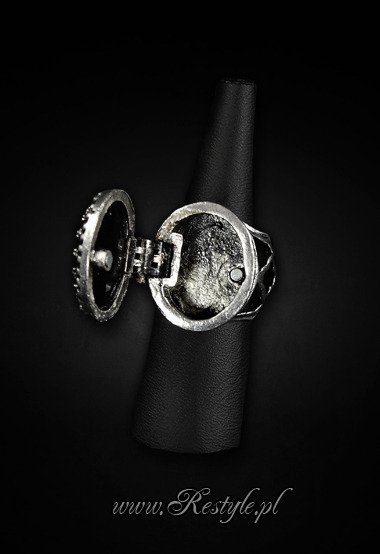 "Gothic, locket ring ""POISON RING - BLACK"" Oval ring with secret compartment"