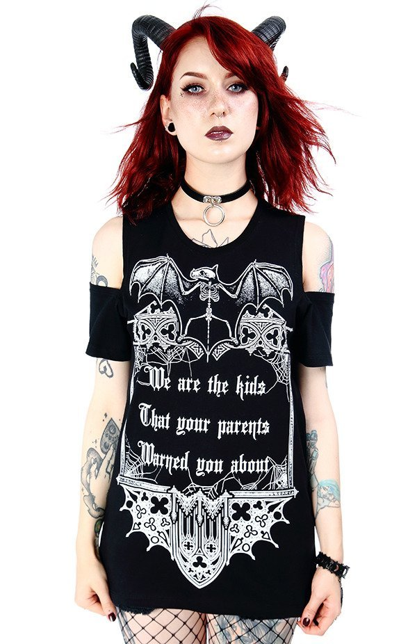 Czarny damski gotycki T-shirt cold shoulder We are the kids